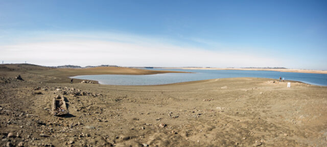Photo of Folsom Lake with low water during drought