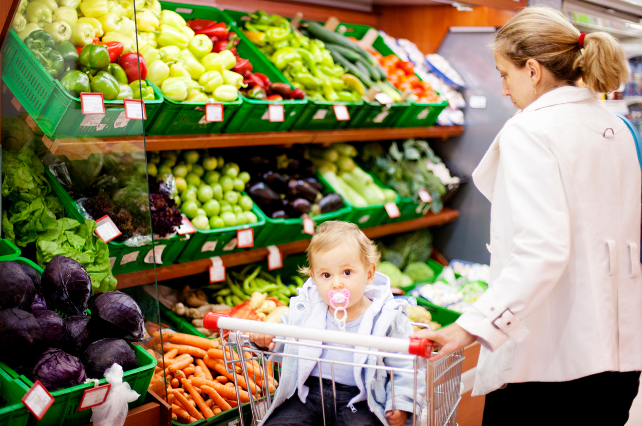 image of mother grocery shopping with child