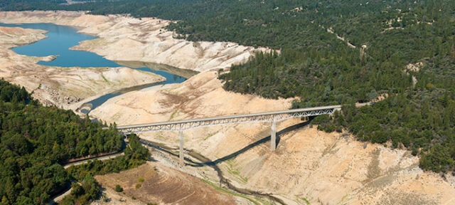 photo - Lake Oroville and bridge during drought