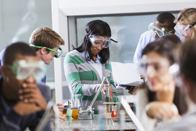 photo - Science Students in Lab